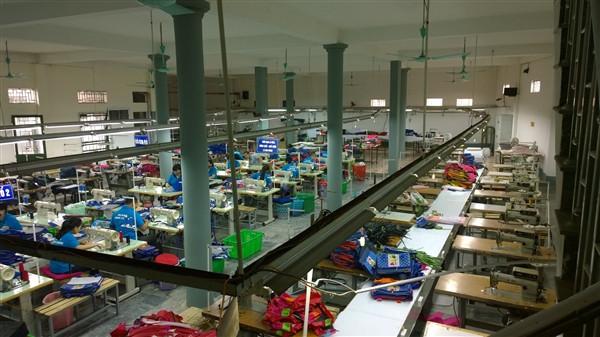 nhà máy sản xuất balo túi xách Hoàng Ngân