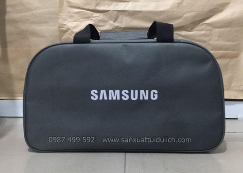 Sản xuất túi du lịch theo mẫu khách hàng yêu cầu